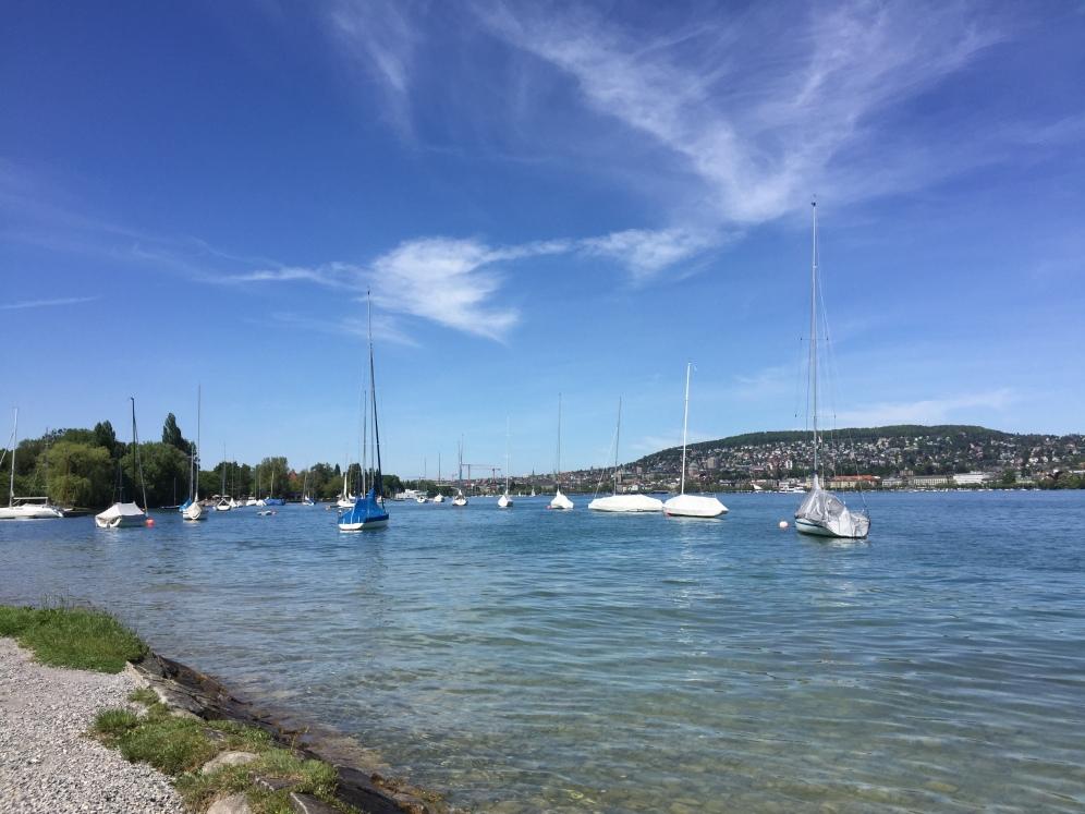 Dort hinten in der Ferne ganz klein ist Zürich. Uns trennt nur das Mittelmeer.